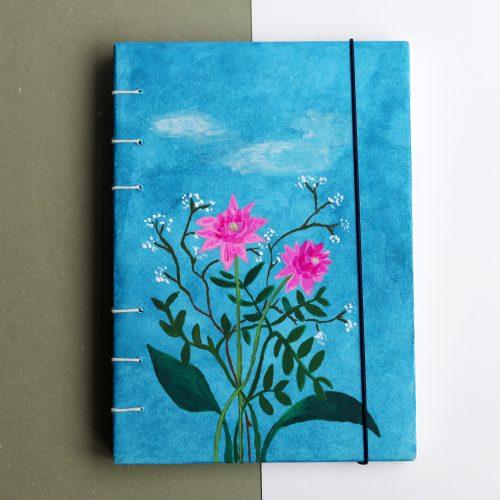 Handgemaakt schetsboek met bloemen illustratie